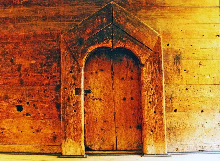 Goldegg: Bohlenwand mit Eingang zur großen Stube
