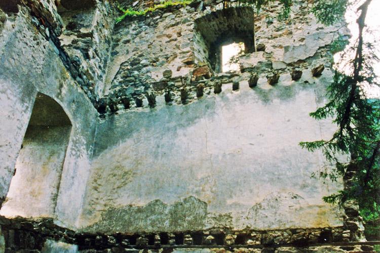 Kienburg: 1.Obergeschoss Süd und Westseite des Festen Hauses (Foto 1999)