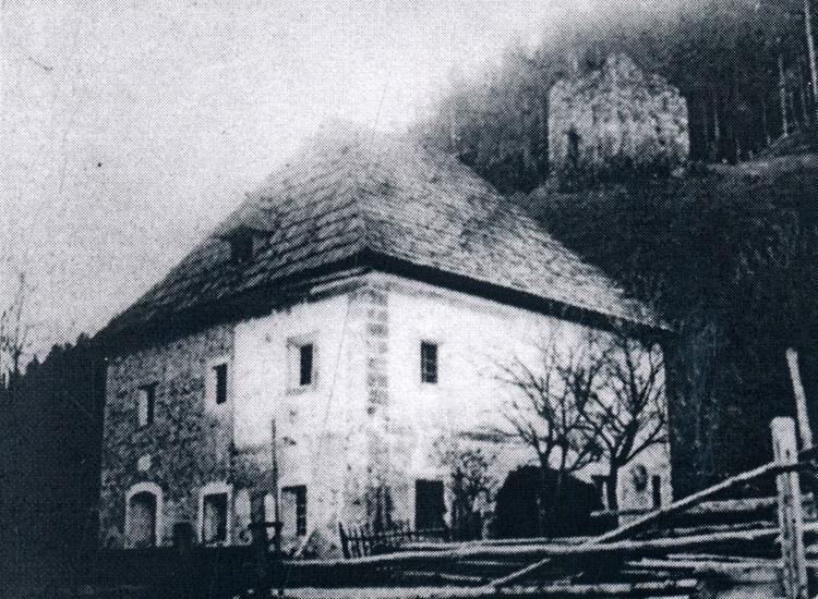 Klause Reitthal: Der Klausturm und der Klauswirt an der Straße. Foto um 1900