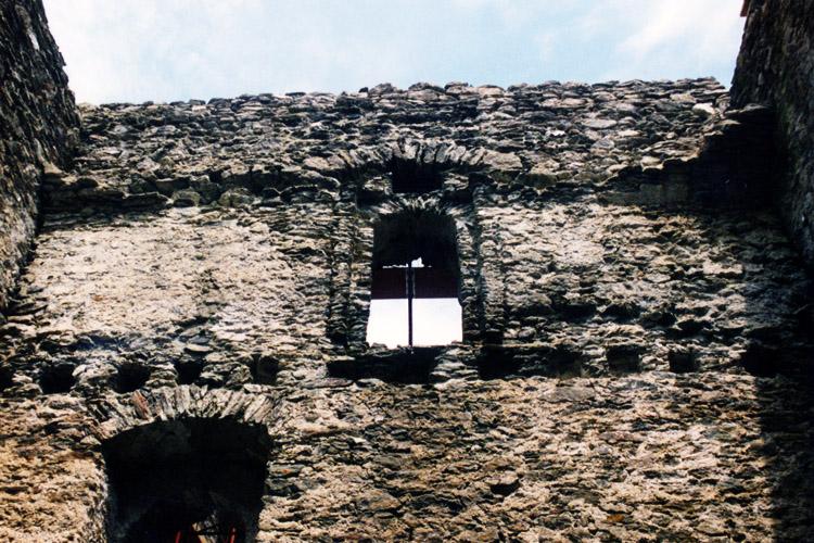 Klausegg: Gewölbeansätze an der nicht verzahnten Quaermauer im 2. Obergeschoss