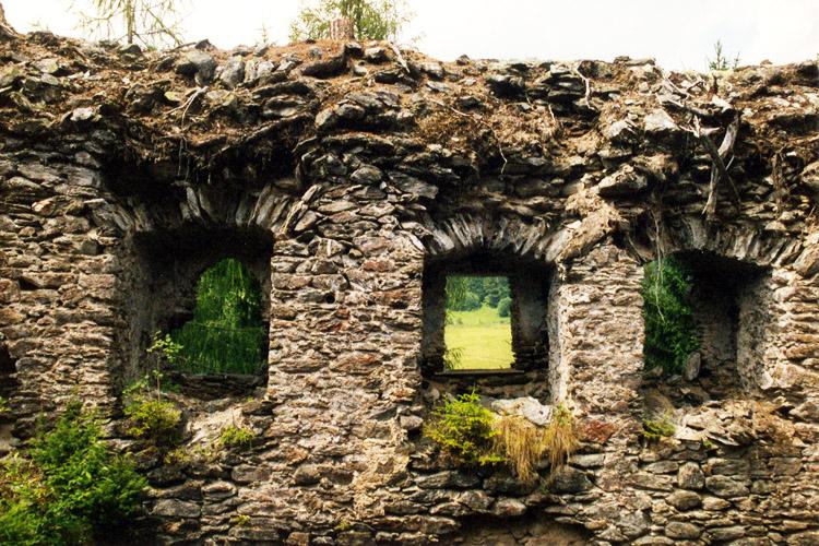Klausegg: Fenster im 2. Obergeschoss, Talseite