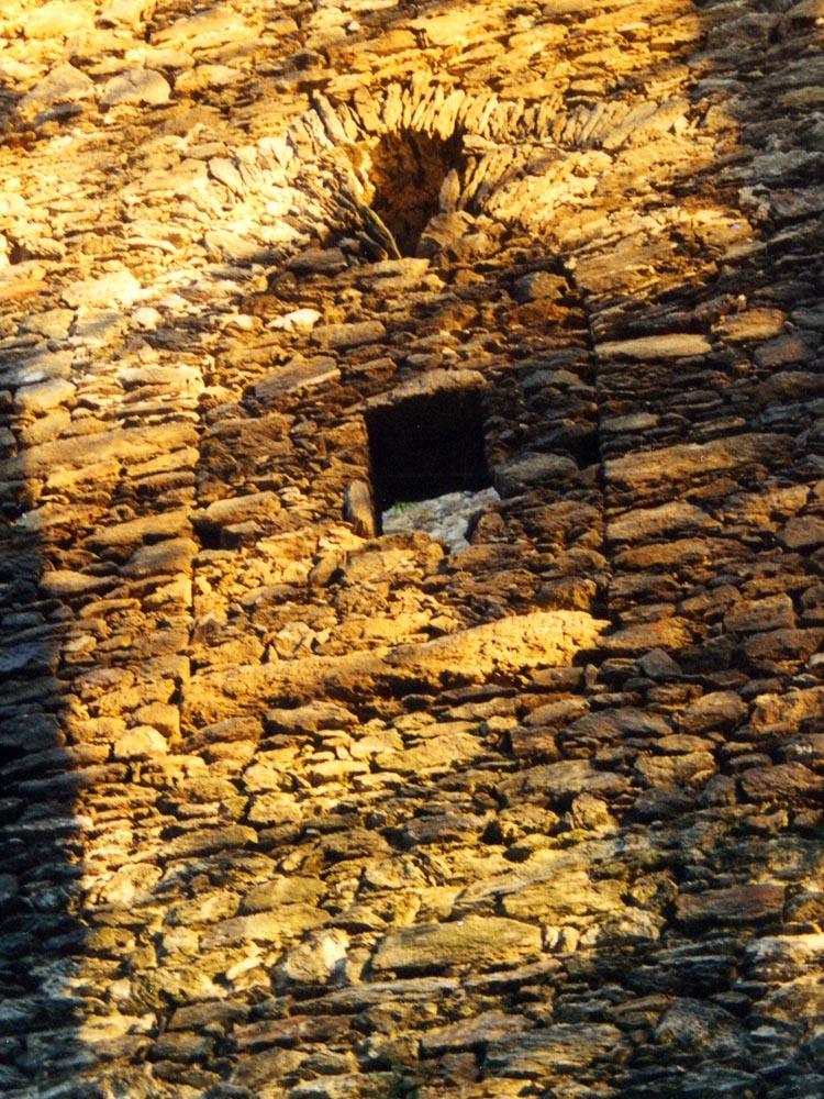 Klausegg: Hocheinstieg zum Erdgeschoss, Talseite (Foto 1998)