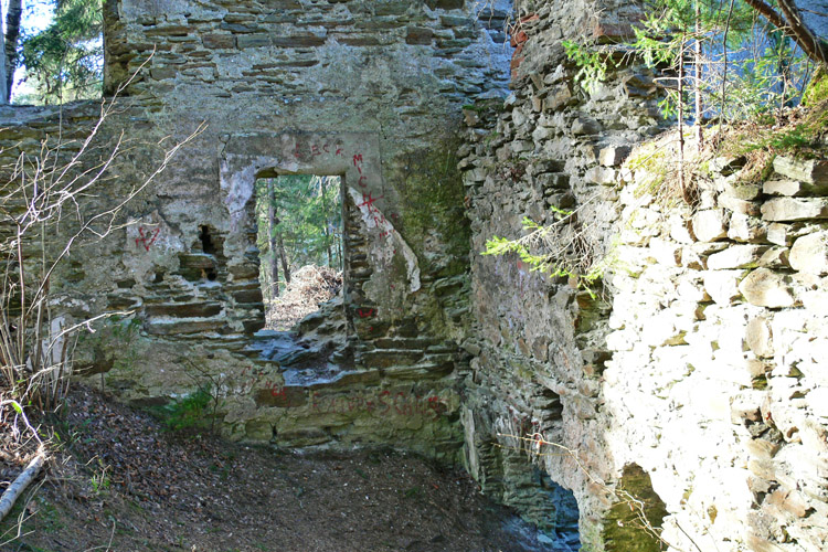 Neu-Leonroth: Kapelle, Blick gegen Westen zum Wohntrakt