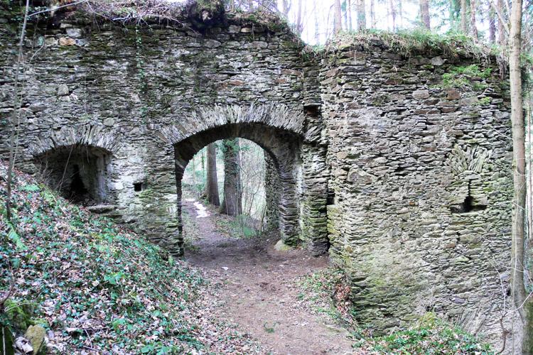Neu-Leonroth: Haupttor zur Vorburg, innenseite