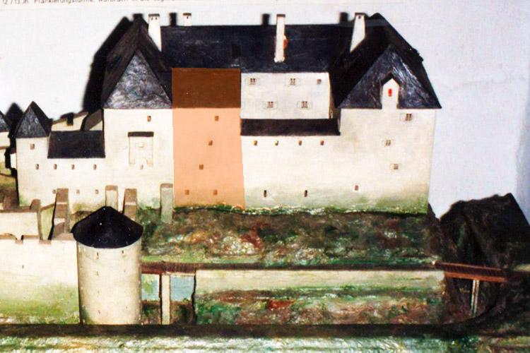 Neu-Leonroth: Modell Völkl, Treppenhaus orange unterlegt