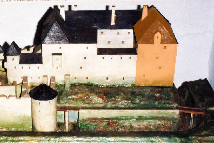 Neu-Leonroth: Modell Völkl, Wohnturm orange unterlegt