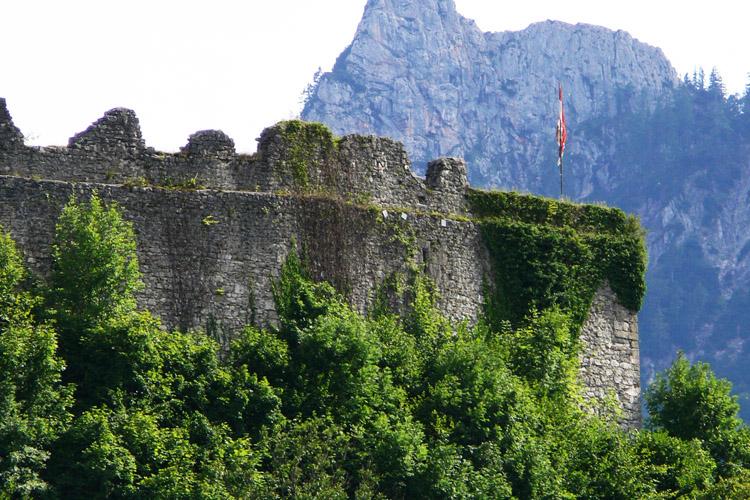 Plainburg: Nordseite der Kernburg mit Mauerrücksprung für einen Wehrgang