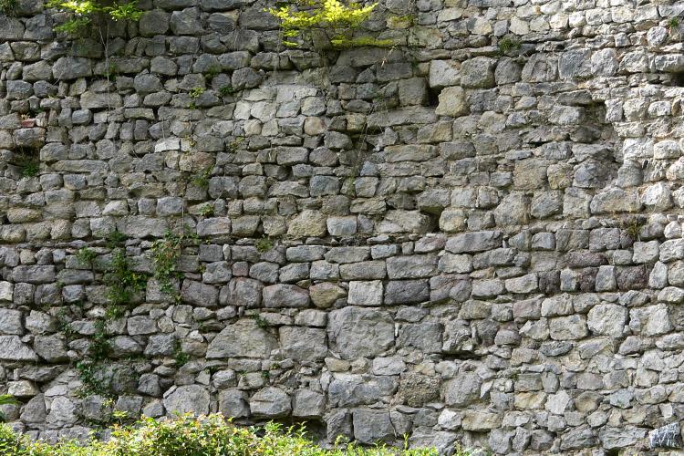 Plainburg: Mauerwerksstruktur an der Innenseite der nördlichen Ringmauer