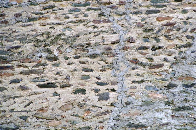 Rabenstein-Virgen: Mauerwerkstruktur der Ringmauer