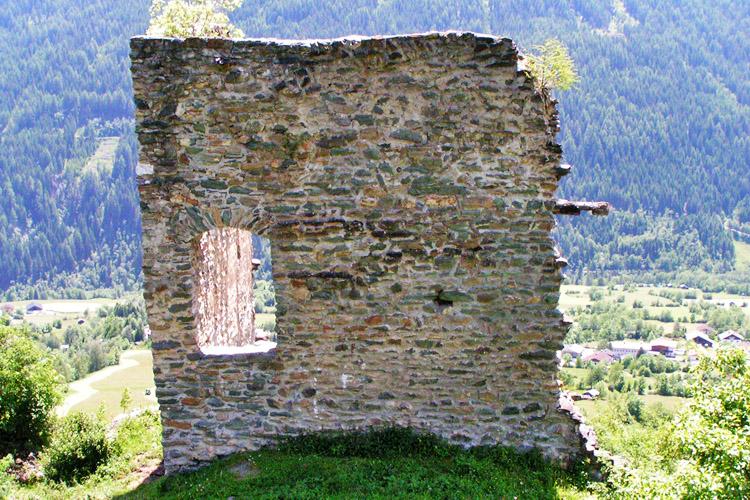 Rabenstein-Virgen: die erhaltene Ecke des Vorburg-Turms