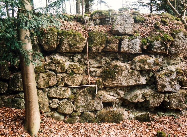 Säbnich II: Mauerwerk der Grabenausmauerung (Contrescarpe)