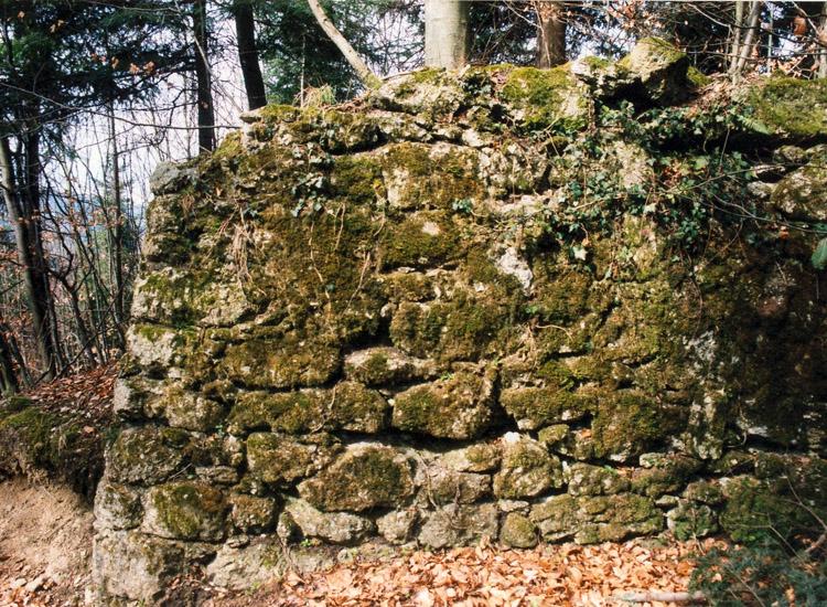 Säbnich II: Eingang in den oberen Hof (blau)
