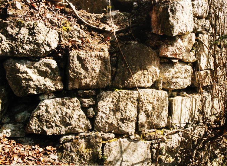 Säbnich II: Mauerwerk des Rundturms