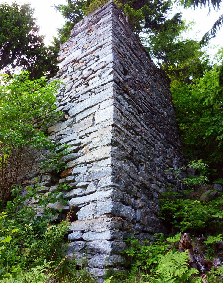 Sonnenburg: Foto 5: Ostecke des Torturms