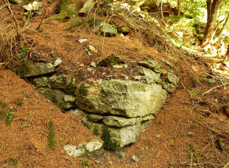 Sonnenburg Foto 7: Westecke der Ringmauer