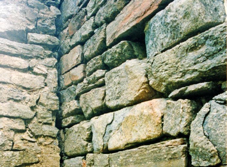 Sonnenburg: Foto2 , Mauerwerksstruktur des Wohnturms
