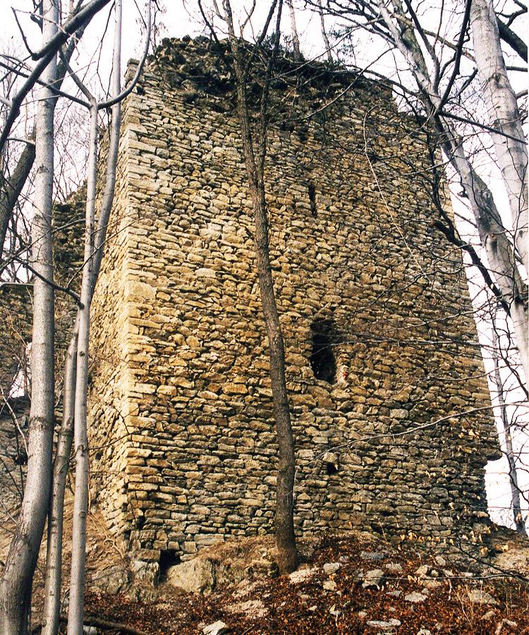 Starsfried: Feldseite des Bergfrieds