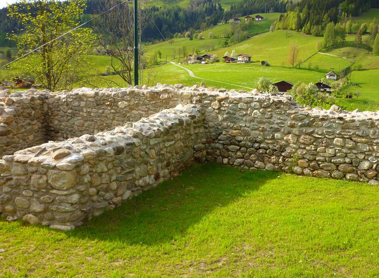 Wagrain: Turmrest in der Nordwest-Ecke und die anschließende nördliche Ringmauer