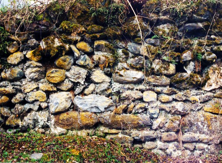 Wagrain: Ein Stück der RIngmauer, Zustand 1998.
