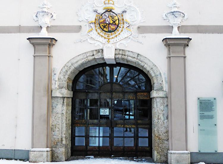 Wels: das ehemalige Spitzbogenportal an der Westseite das zu einem barocken Korbbogen umgebaut wurde