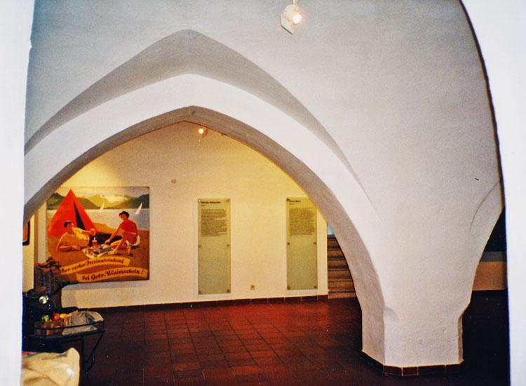 Burg Wels: die museal genutze Pfeilerhalle im Erdgeschoß des Südtraktes