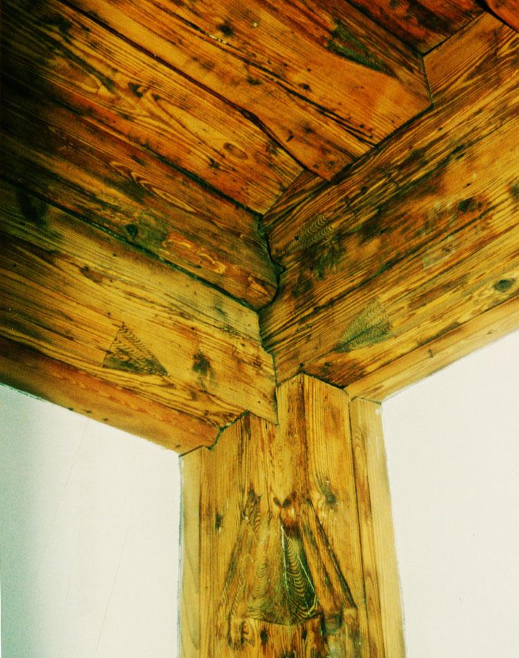 Wels; Deckenrahmen und Eckständer der Stube im Westtrakt