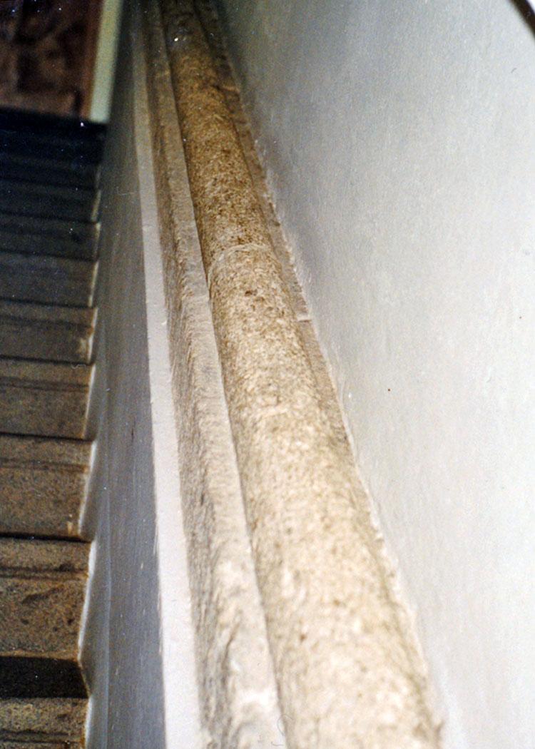 Wels: Handlauf der Treppe im Westtrakt