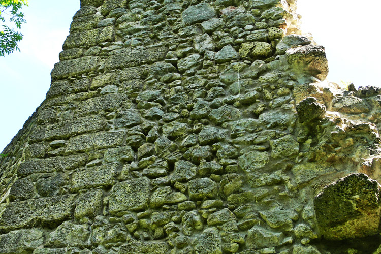 Wildenstein: gequaderte Kante des Bergfrieds