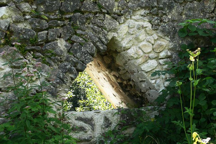 Wildenstein: dreieckiges Fenster an der südlichen Ringmauer
