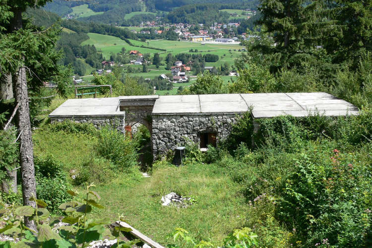WIldenstein: die etwas unglücklich sanierten Gebäudereste am Ostende der Burg