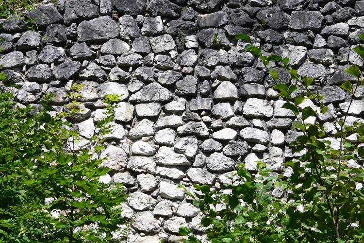 Wildenstein: rezentes Mauerwerk aus dem teilweisen Wiederaufbau der Ringmauer