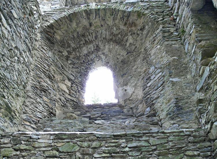 Hauenstein: Wohnturm 1. Obergeschoß, Kapellenfenster