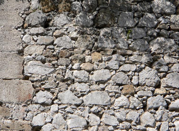 Finkenstein: Mauerwerk am Bergfried