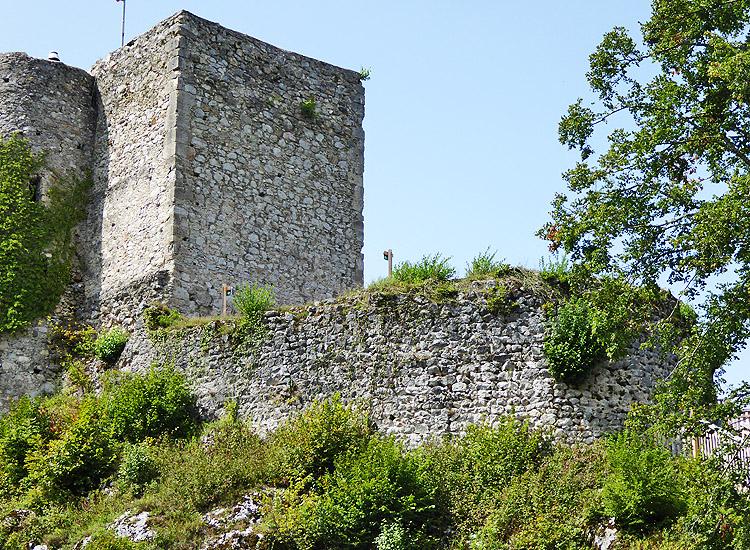 Finkenstein: Bergfried und die älteste Ringmauer