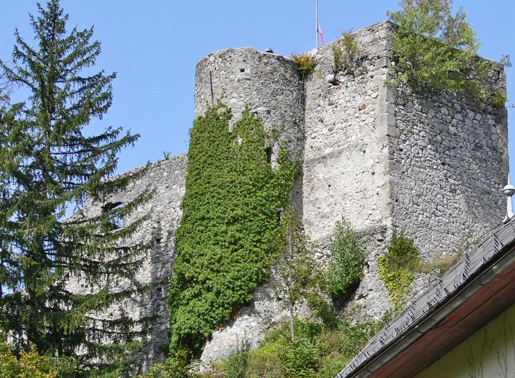 Finkenstein: Bergfried und der angebaute runde Treppenturm