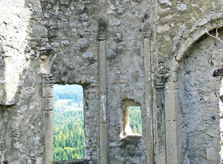 Finkenstein: Gewölbekonsolen im Inneren des Torturms