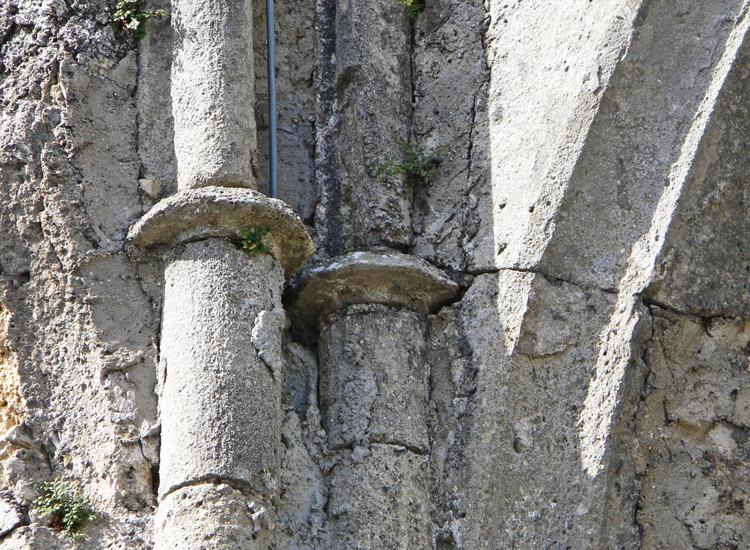 Finkenstein: Wirtel an den Stäben Westseite des Palas.