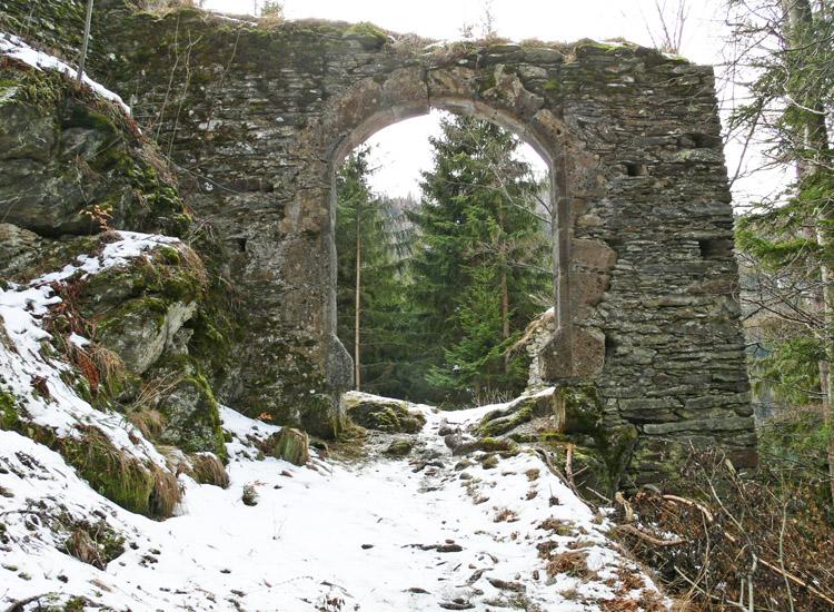 Hauenstein: äußeres Burgtor mit Zugbrücke