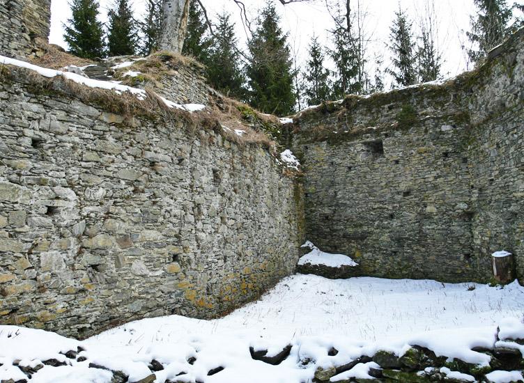 Hauenstein: unterer Burghof, Blick gegen Osten.