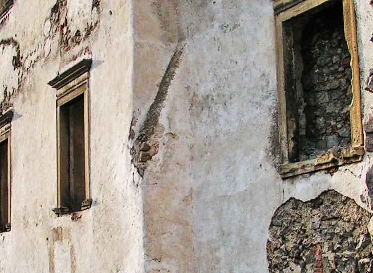 Rauhenstein: Giebel des romanischen Palas