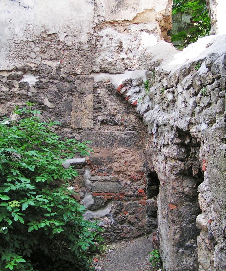 Rauhenstein: zwei übereinanderstehende romanische Rechtecktüren