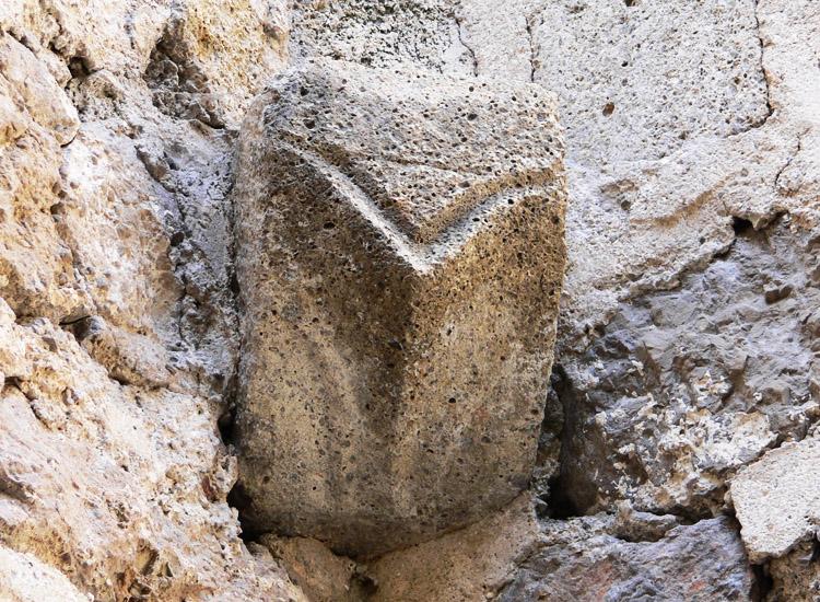 Rauhenstein: Konsole des Bandrippengewölbes in der Burgkapelle